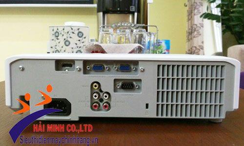 Cổng kết nối của máy chiếu Hitachi CP-EW302N